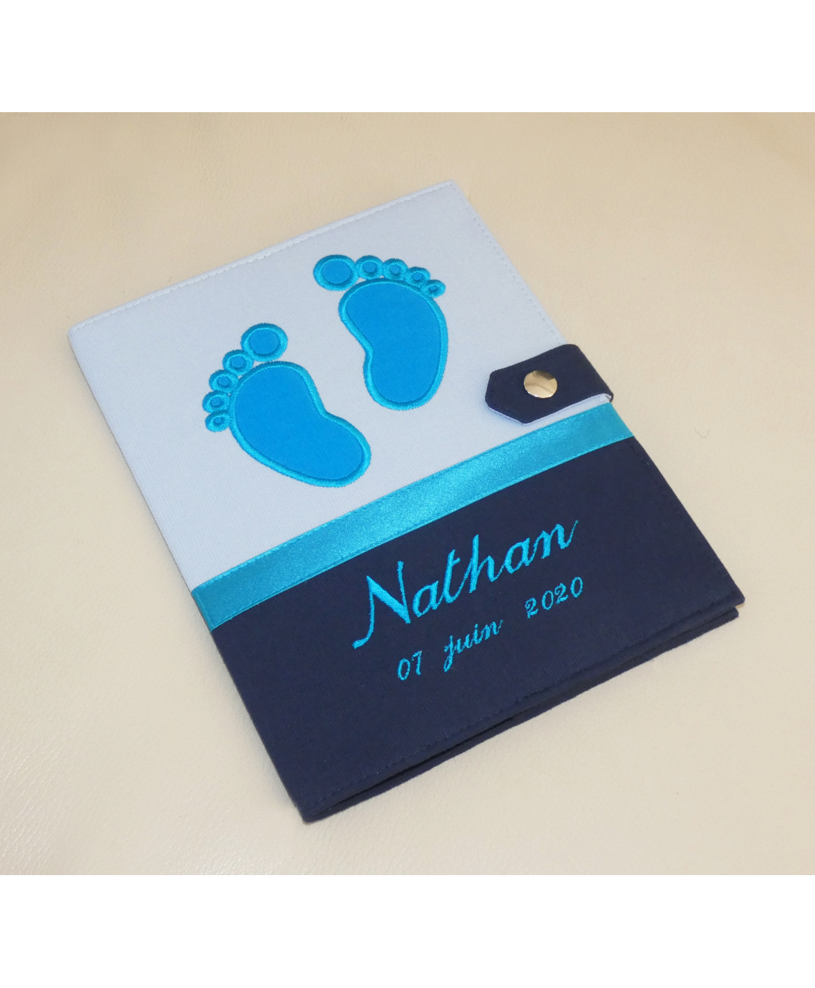 Protège carnet de santé garçon personnalisé rigide - baby feet - bleu - turquoise - cadeau de naissance personnalisé